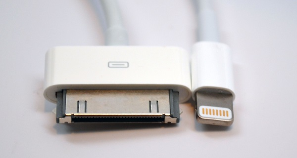 Lighting-Connector-vs-30-Pin-Dock-Connector-head-on